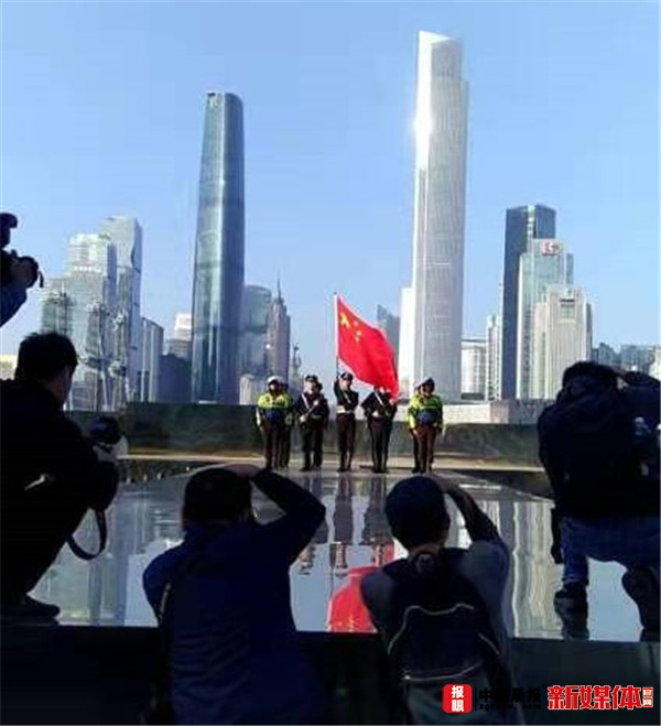 全国公安摄影家齐聚广东研讨创作 聚焦警队新风貌